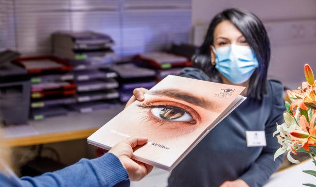Informationsmaterial der Augenklink Dr. Hoffmann Augenzentrum Isernhagen