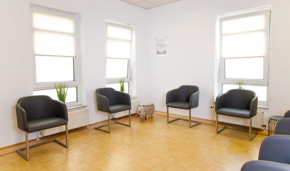 Wartezimmer für Patienten im Augenzentrum Peine